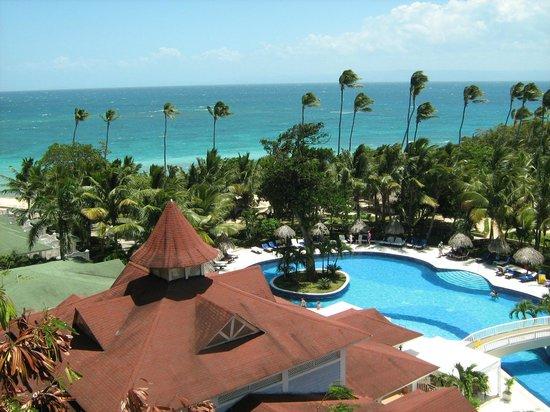 Luxury Bahia Principe Cayo Levantado : Pool and beach area