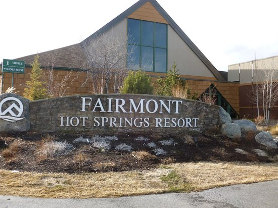 Fairmont Hot Springs Resort : Sign out front