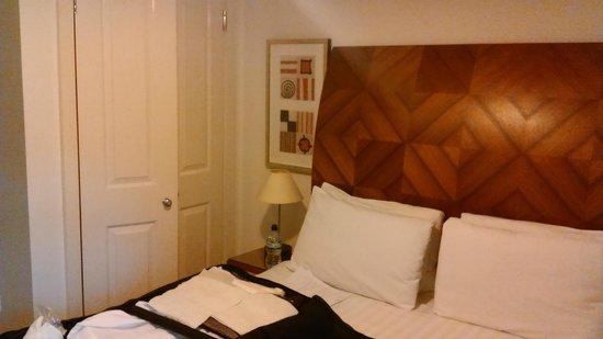 Marlin Apartments - Empire Square : Double Bedroom