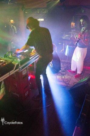 Maracatu: Santos y Zurdo playing live electronic music