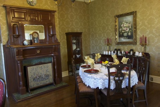 Bybee's Historic Inn: Victorian delight