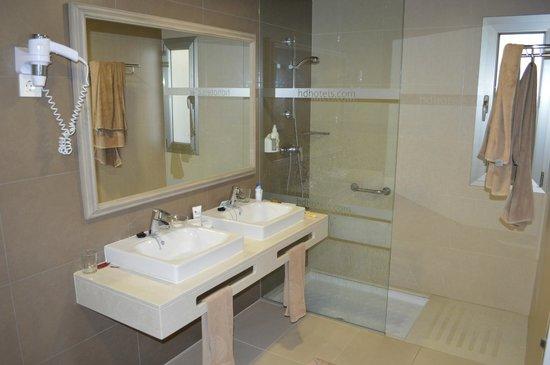 HD Beach Resort: bathroom