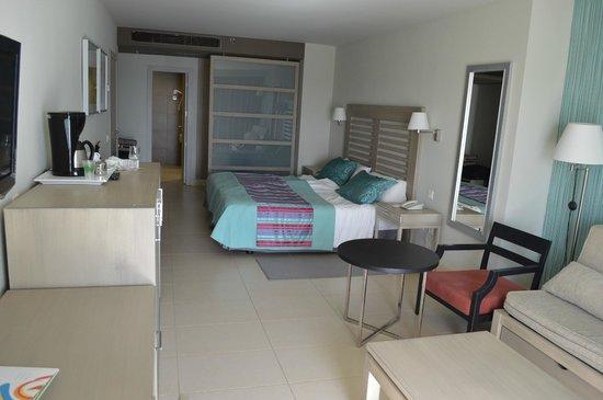 HD Beach Resort: room (with swimming pool viwe)