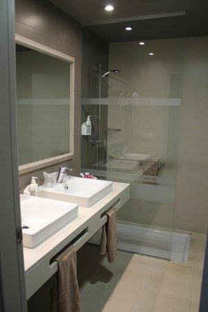 HD Beach Resort & Spa: bathroom