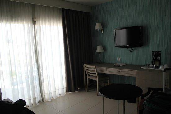 HD Beach Resort & Spa: room