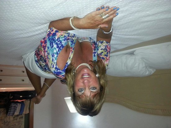 Friendly Vallarta All Inclusive Family Resort: Comfortable hard bed that is good for my back!!!