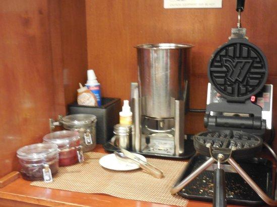 Residence Inn Toronto Markham : waffles