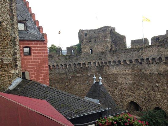 Auf Schönburg Burghotel und Restaurant: Castle view from a bedroom