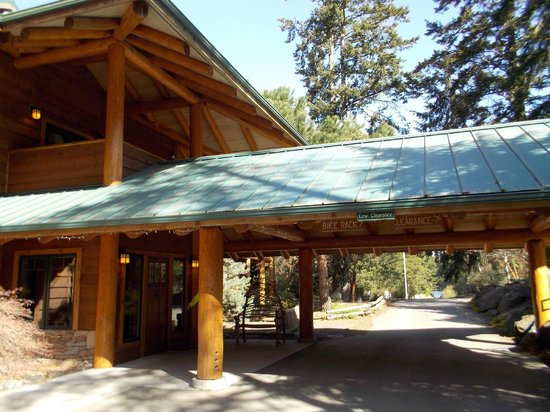Lakedale Resort at Three Lakes: Canopy to front entry of Lodge