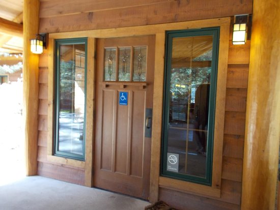 Lakedale Resort at Three Lakes: Front entry door to Lodge