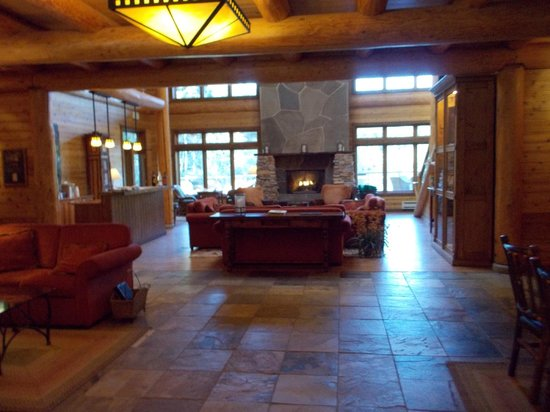 Lakedale Resort at Three Lakes: Center of Lodge with Fireplace and seating area