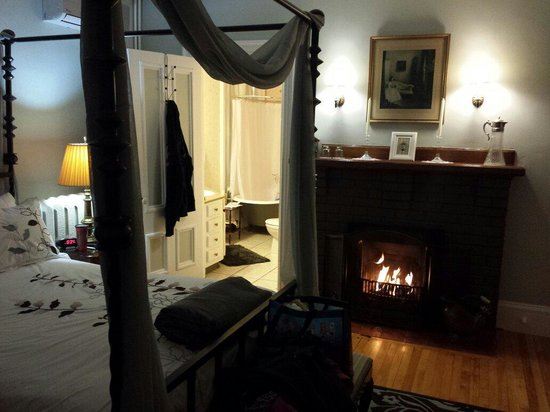Summerside Inn Bed and Breakfast: Warm & cozy accommodations