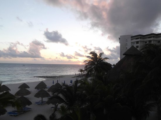 Casa Maya Cancun: Sunrise from our room