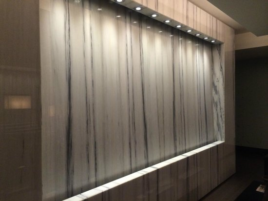 The Langham, Chicago : Water fall by the spa