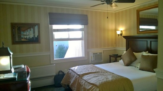 Crowne Pointe Historic Inn & Spa : Room