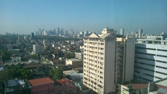 Fernandina 88 Suites Hotel: View out towards Makati