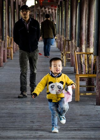 Yongkang Xijin Bridge: A boy having fun on the bridge!