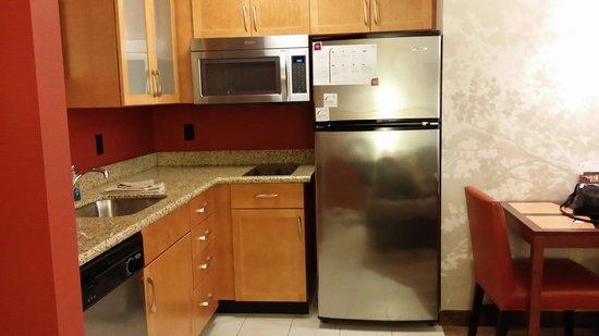 Residence Inn Bismarck North: Full kitchen