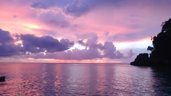 Shangri-La's Boracay Resort & Spa: amazing sunset view from the hotel beach
