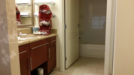 Residence Inn Bismarck North: Bath with full closet on other side and separate toilet and bath/shower