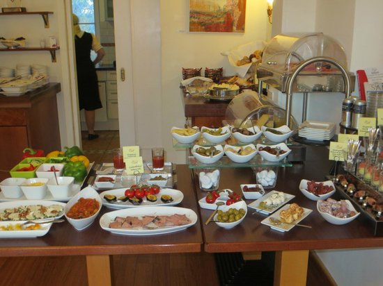 Hotel Rosenvilla: Breakfast buffet