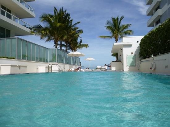 Fontainebleau Miami Beach : 5th floor pool tresor tower