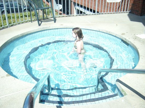 GuestHouse Inn & Suites Nashville/Music Valley : My granddaughter enjoying the hot tub