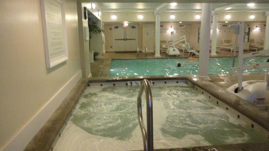 Omni Mount Washington Resort: Inside pool
