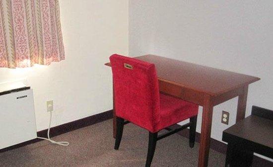 Lido Motel: Desk In Room