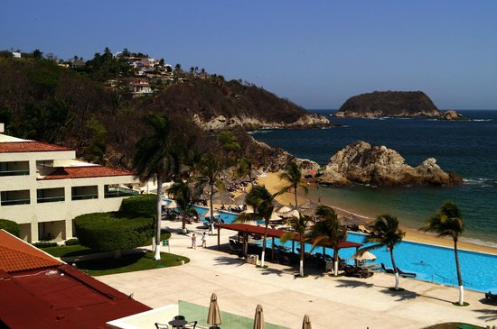 Dreams Huatulco Resort & Spa: View from our room balcony