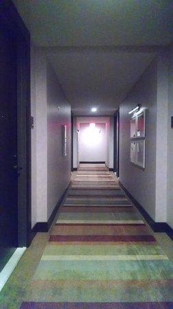 Hutton Hotel: Hallway