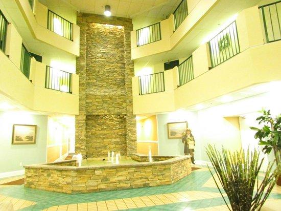 The Palace Resort: Lobby