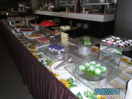 Furama Bukit Bintang: sweets table at lunch buffet
