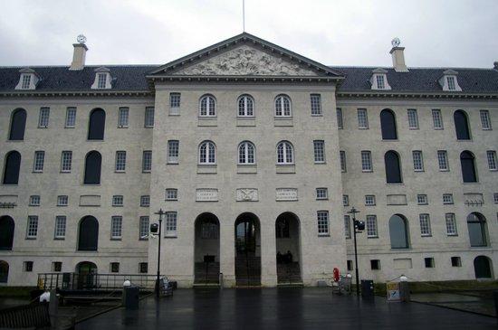 Nederlands Scheepvaartmuseum : Outside the Museum