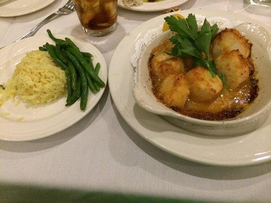 Atlantic Beach Club: Broiled scallop dinner! Probably the sweetest scallops I ever had