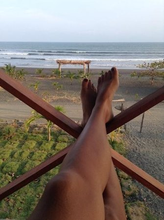 Surfcamp Guanico: chillin on the beachside balcony