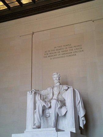 Lincoln Memorial : Honest Abe himself