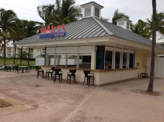 Grand Lucayan, Bahamas : Care for a drink?  Sorry. Closed.  This is at 2pm during Spring Break