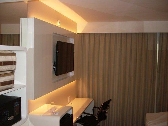 Base Concept Hotel: Interior do quarto