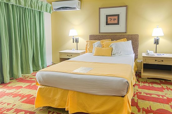 Days Inn Guam-Tamuning: Room with queen size bedding