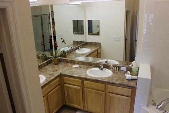 Caribe Cove Resort Orlando: Banheiro Suite