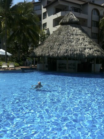 Sheraton Buganvilias Resort & Convention Center: The pool and pool bar