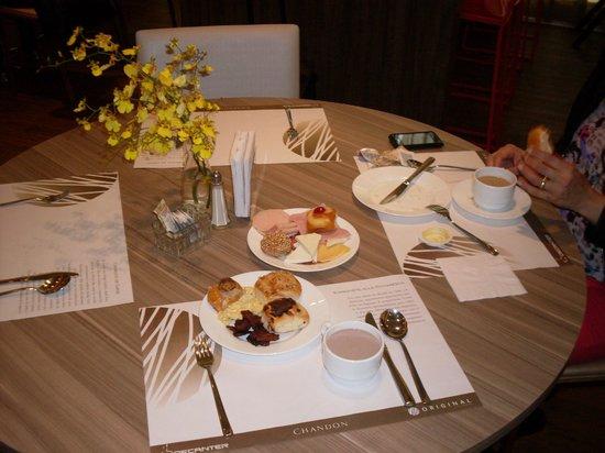 Base Concept Hotel: Restaurante