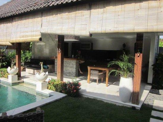 Katala Villas: Kitchen / eating area