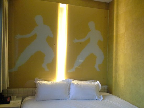 Hotel Re!: Theme: Bruce Lee