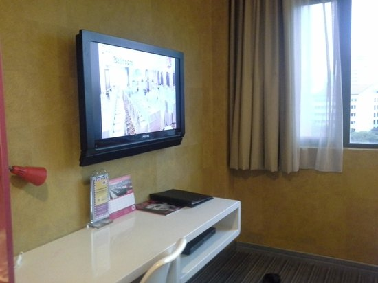 Hotel Re! : TV Area