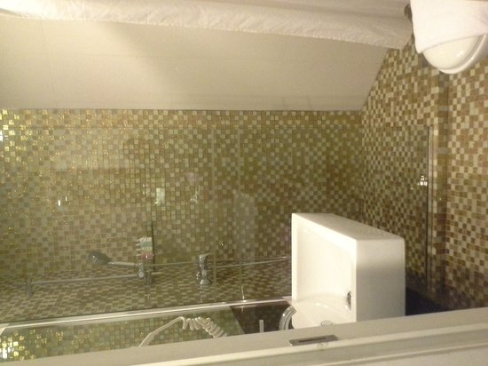 Hotel Re!: Bathroom