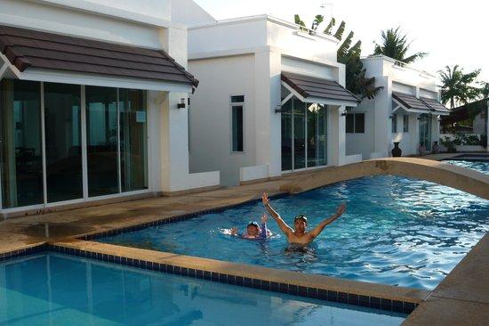 Pineapple Hills Resort: พ่อลูกสุขสันต์