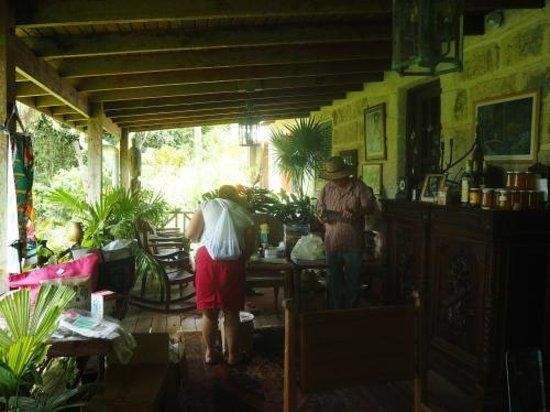 Hunte's Gardens : The porch