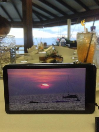 The Cliff Restaurant & Bar : A beautiful sunset spoilt by the service